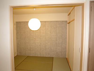 洋間 After 壁:INAXエコカラット ほんつち壁